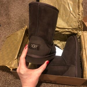 Girls Classic Ugg boots brown size 2 brand new